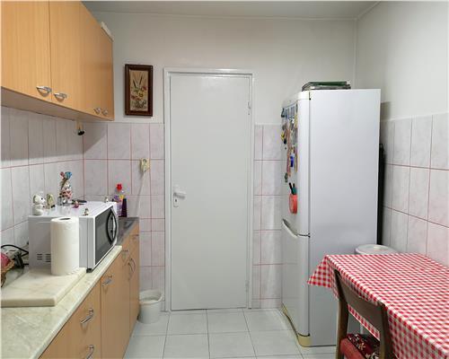 Apartament cu 2 camere, 2 balcoane, DECOMANDAT,  in zona Lipovei