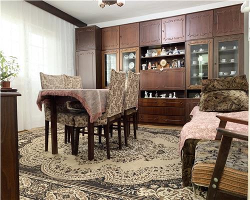 Apartament cu 3 camere decomandat, zona Girocului