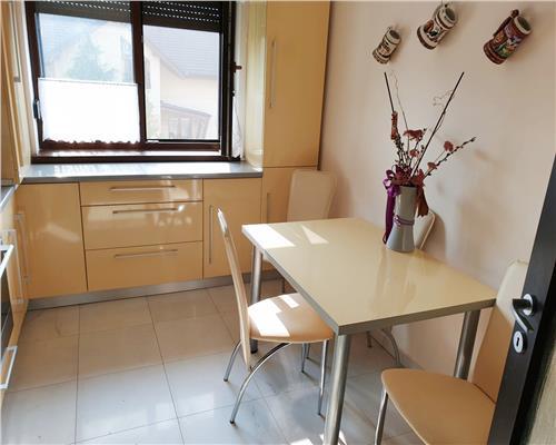 Apartament cu 3 camere, decomandat, zona centrala in Dumbravita