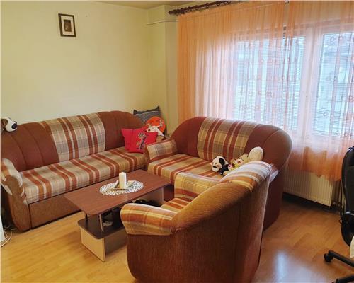 Apartament cu 2 camere, decomandat in zona Steaua, pret avantajos