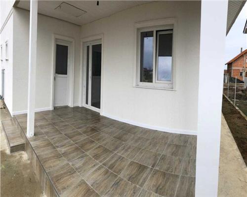 Duplex cu trei camere in Mosnita Noua