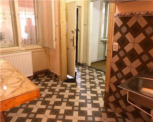 Casa cu 3 camere in zona Ronat