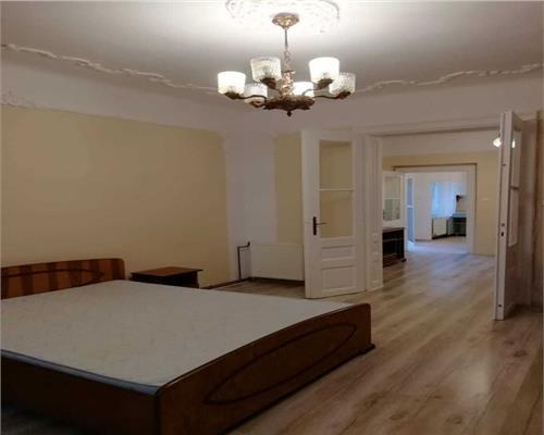 Apartament 2 camere, SEMIDECOMANDATE la casa, intrari separate, curte comuna.