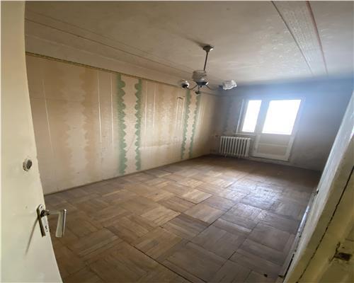 Apartament cu 3 camere in Calea Sagului la etajul 1