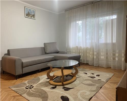 Apartament cu 4 camere decomandat la etaj intermediar