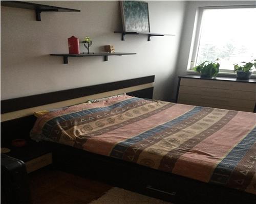 Aparatament 3 camere, decomandat, etaj intermediar