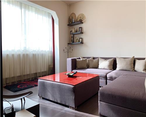 Apartament cu 3 camere, decomandat in apropiere de Shopping City