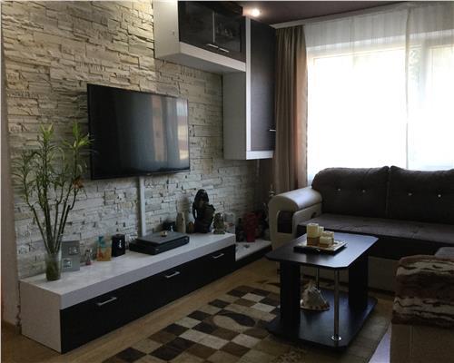 Apartament cu 3 camere, in Calea Sagului,