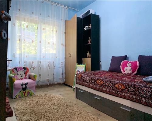 Apartament splendid, 4 camere, decomandat etaj intermediar