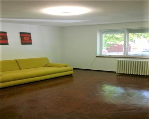 Apartament 3 camere Piata 700