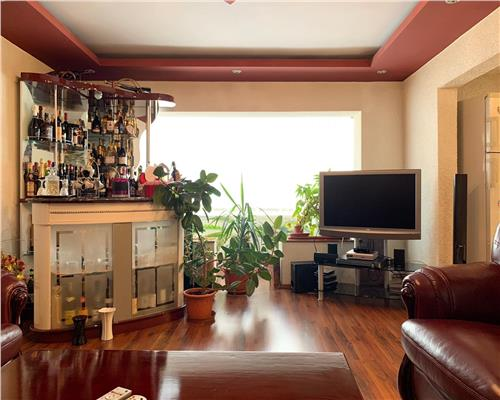 Apartament cu patru camere decomandat cu suprafata de 100mp