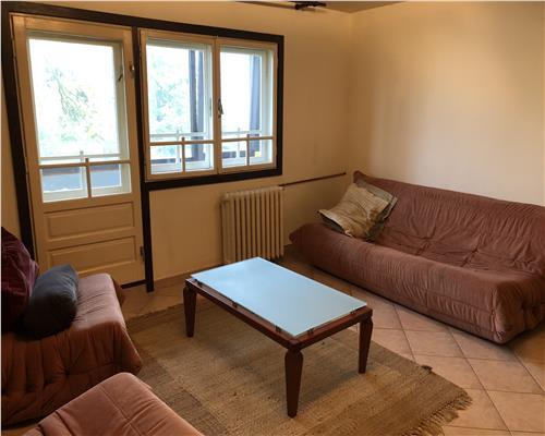 Apartament cu 2 camere, semidecomandat, etaj intermediar