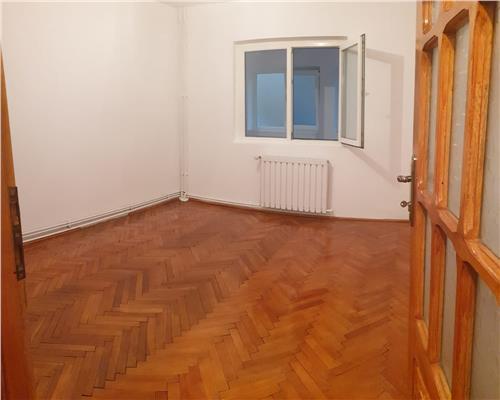 Apartament 3 camere, decomandat- Zona Aradului