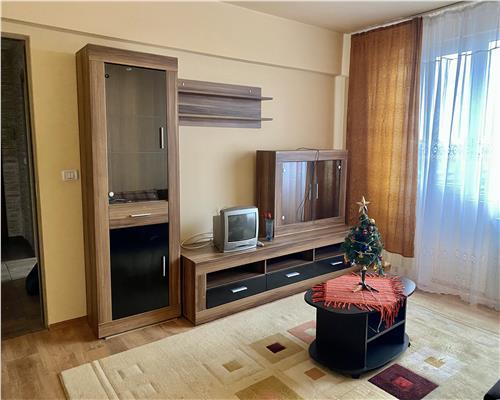 Apartament cu 3 camere,semidecomandat la etaj intermediar cu vedere pe doua parti.