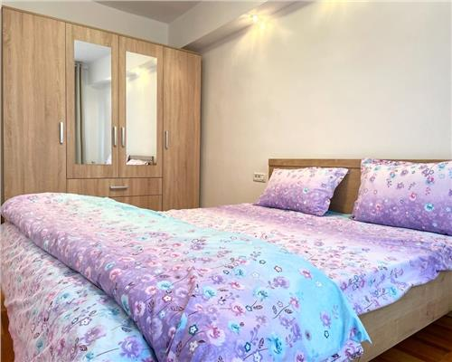Apartament cu 3 camere in zona UMT