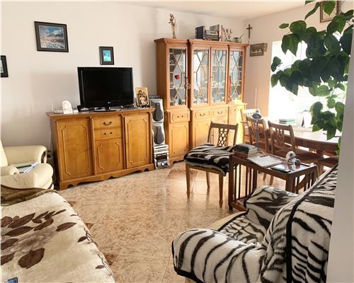 Apartament cu 4 camere, decomandat in Calea Sagului.