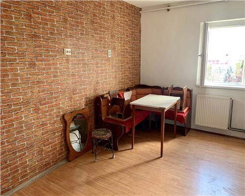 Apartament cu 2 camere centrala propie etaj intermediar