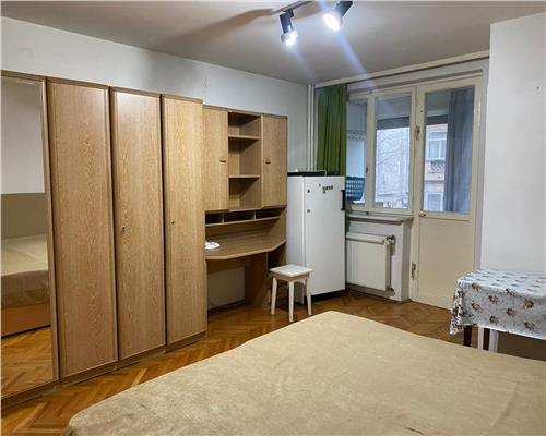 Apartament cu o cameră în Zona Take Ionescu