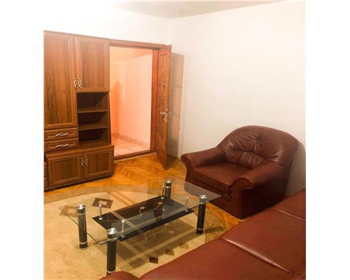 Apartament cu 3 camere în Zona Dacia