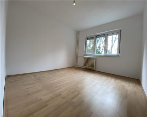 Apartament cu 3 camere, zona Gheorghe Lazar