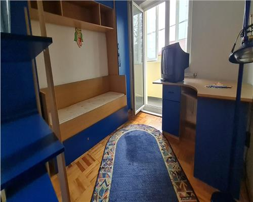 Apartament cu 3 camere în zona Girocului