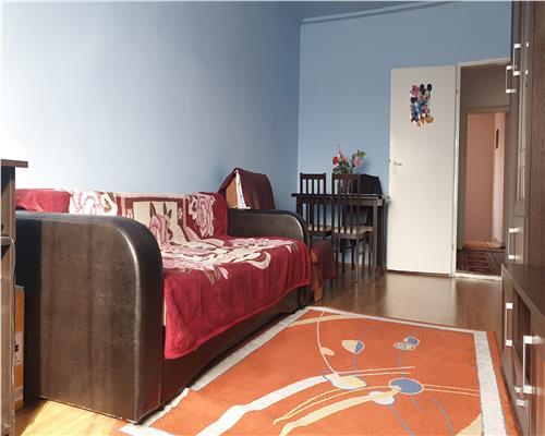 Apartament 3 camere la casa