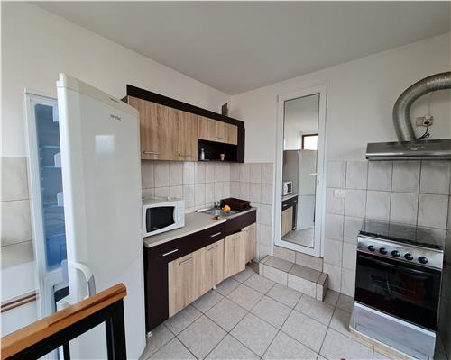 Apartament 2 camere, Piata crucii, centrala proprie, vila, curte comuna