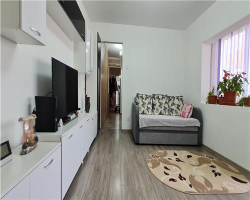 Apartament cu 3 camere, zona Dambovita, etaj intermediar