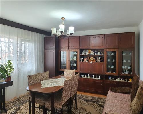 Apartament cu 3 camere, decomandat, in zona Girocului, pret avantajos