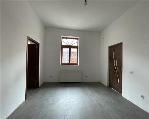Apartament cu 2 camere la casa in zona Traian