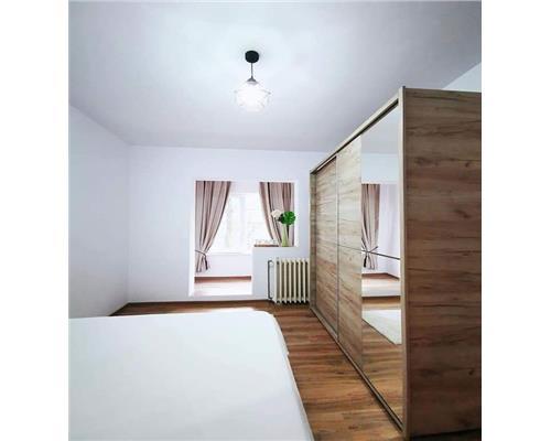 Apartament cu 3 camere decomandat in zona Lipovei