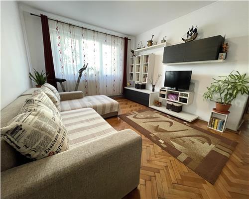 Apartament cu 3 camere recent renovat in zona Dacia