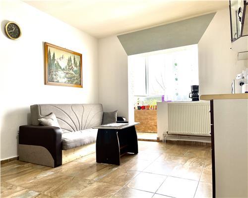 Apartament cu doua camere decomandat etaj intermediar zona Kiriac