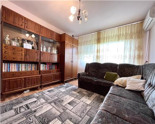 Apartament cu 3 camere, zona Dacia