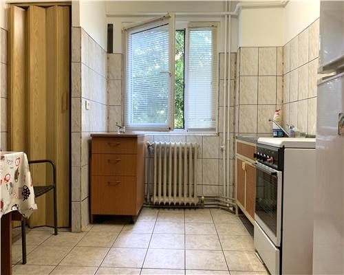 Apartament cu 2 camere, la etajul al doilea, Calea Sagului