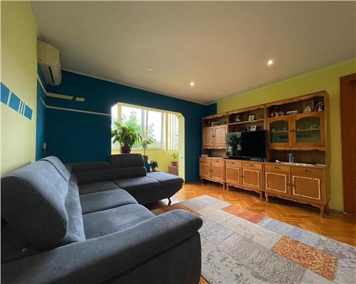 Apartartament cu 3 camere zona Piata Doina