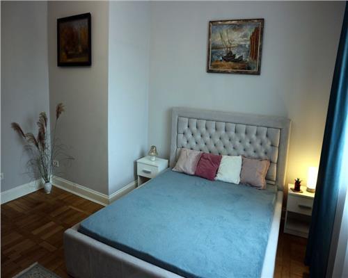 Apartament cu 3 camere Piata 700