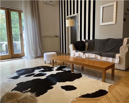 Casa superba, renovata, 7 camere, zona ultracentrala