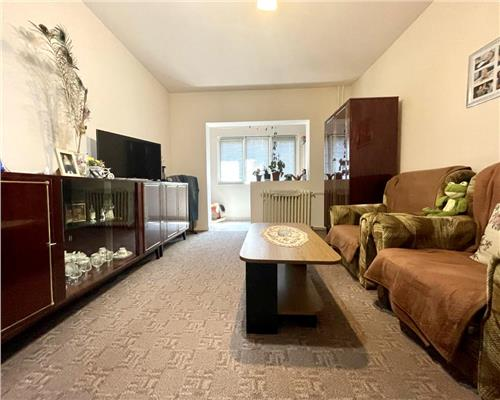Apartament spatios cu 3 camere, decomandat, situat in zona Dambovita