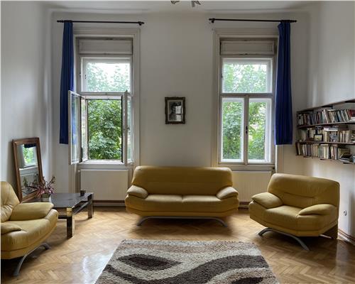 Apartament spatios cu 4 camere in zona Sinaia