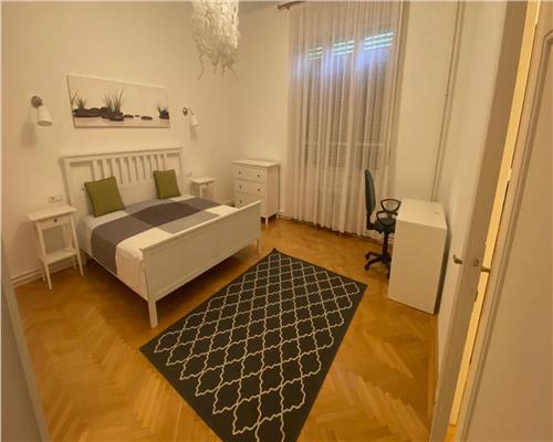 Apartament cu 3 camere, zona Balcescu