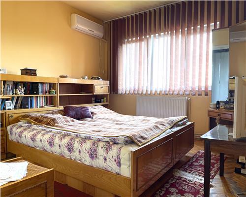 Apartament cu 3 camere, decomandat, Calea Aradului