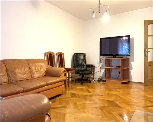 Apartament cu 3 camere, decomandat, la etajul intai, Aradului