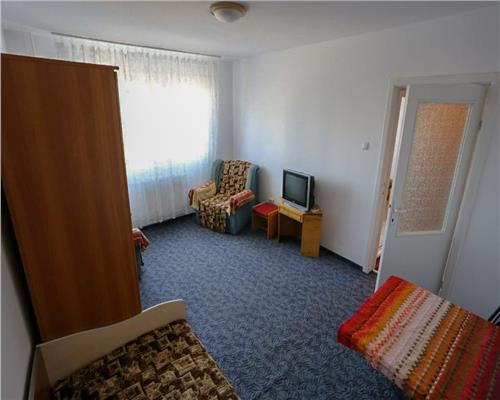 Apartament 3 camere, Decomandat, Zona Sagului.