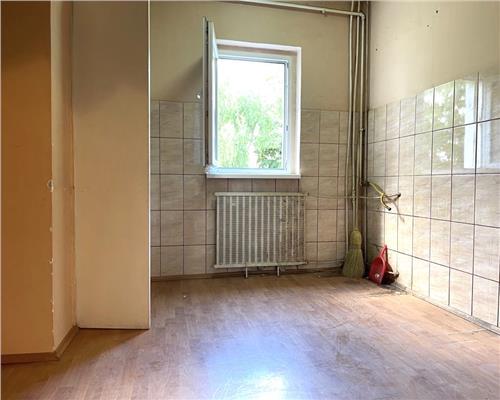 Apartament cu 2 camere, la etajul intai, Aradului