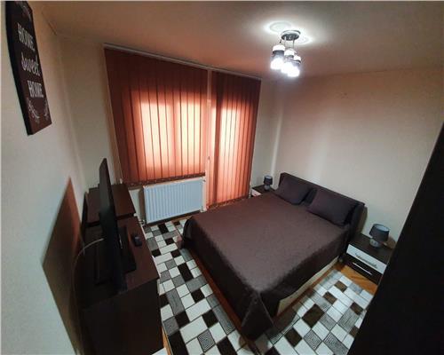 Apartament cu 3 camere,2 bai, 2 balcoane, zona Soarelui, etaj 3