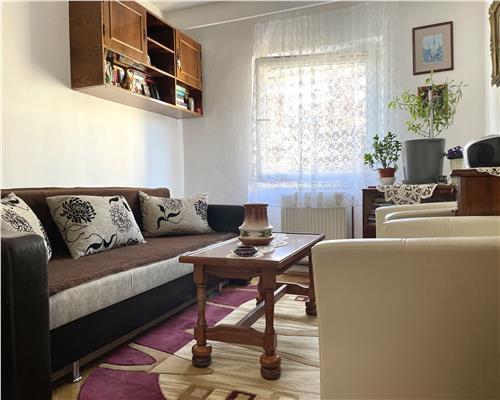 Apartament cu 3 camere, etaj intermediar, zona Cetatii