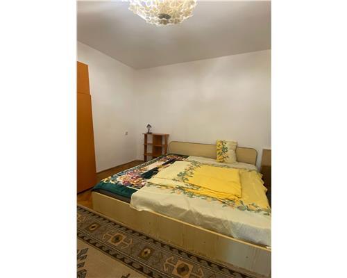Apartament cu  3 camere la casa , zona Complex Studențesc