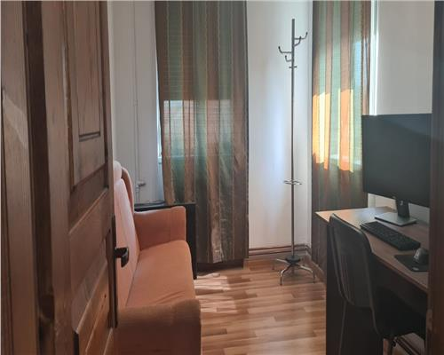 Apartament cu 2 camere , zona Complex Studențesc