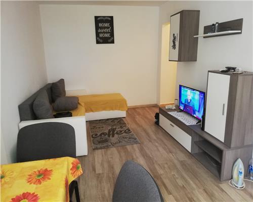 Apartament cu 3 camere, zona Dacia, decomandat